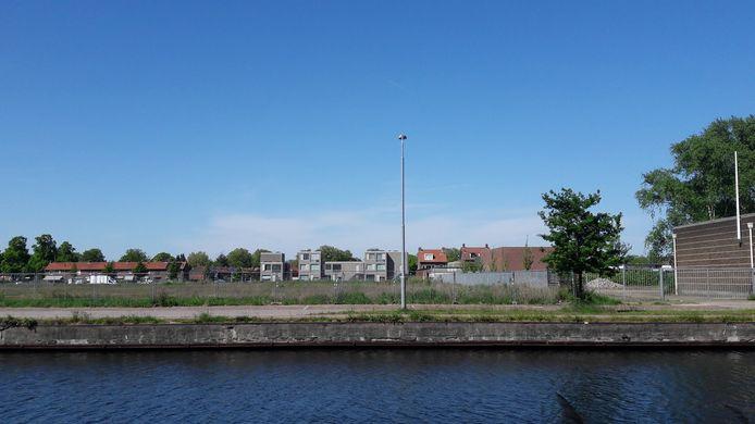 De locatie aan de Kanaaldijk-Noord/Quinten Matsyslaan in Eindhoven waar het nieuwe dierenasiel voor de regio Eindhoven moet komen.