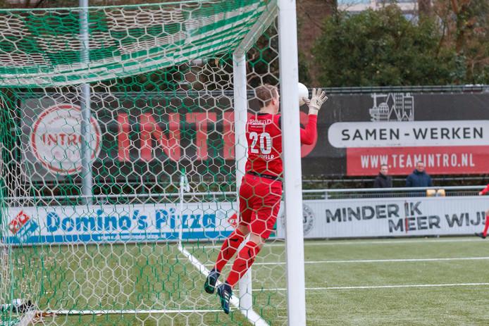Een vrije trap van Tyrone Conraad werd door Scheveningen-doelman Wesley Zonneveld losgelaten. De scheids keurde de gelijkmaker goed.