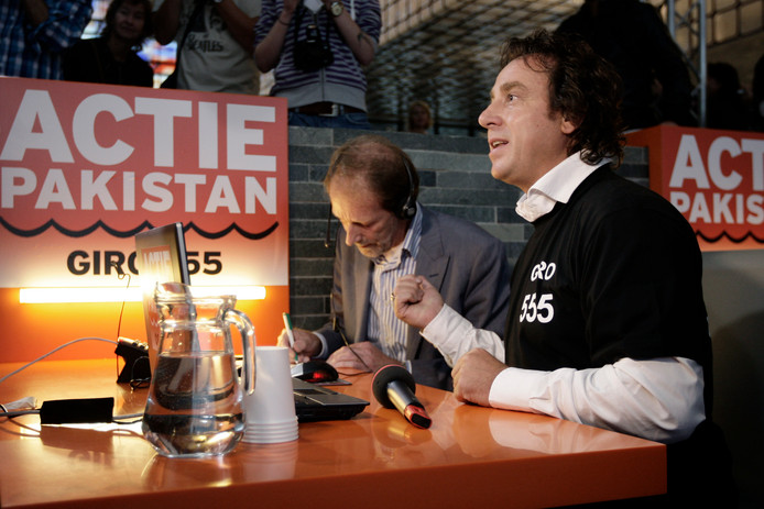 Onder anderen Marco Borsato nam de telefoon op tijdens de actie voor Pakistan in 2010.