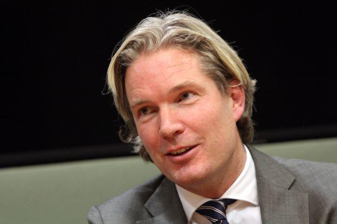 VVD'er Foort van Oosten, die binnenkort burgemeester wordt van de gemeente Nissewaard, verdedigde het gewijzigde wetsvoorstel donderdag namens de indieners in de Tweede Kamer.