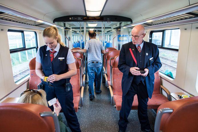 NS-personeel eist onder meer twee conducteurs op dubbeldekkers.