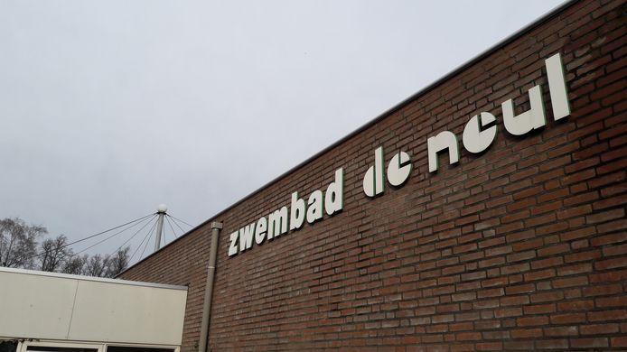 Zwembad De Neul in Sint-Oedenrode zou in 2019 grootscheeps gerenoveerd worden, maar dit gaat niet door.
