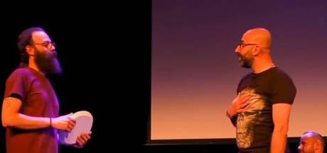 Theaterstuk van inburgeraars in Enschede: 'Verder van huis was hij nooit geweest'