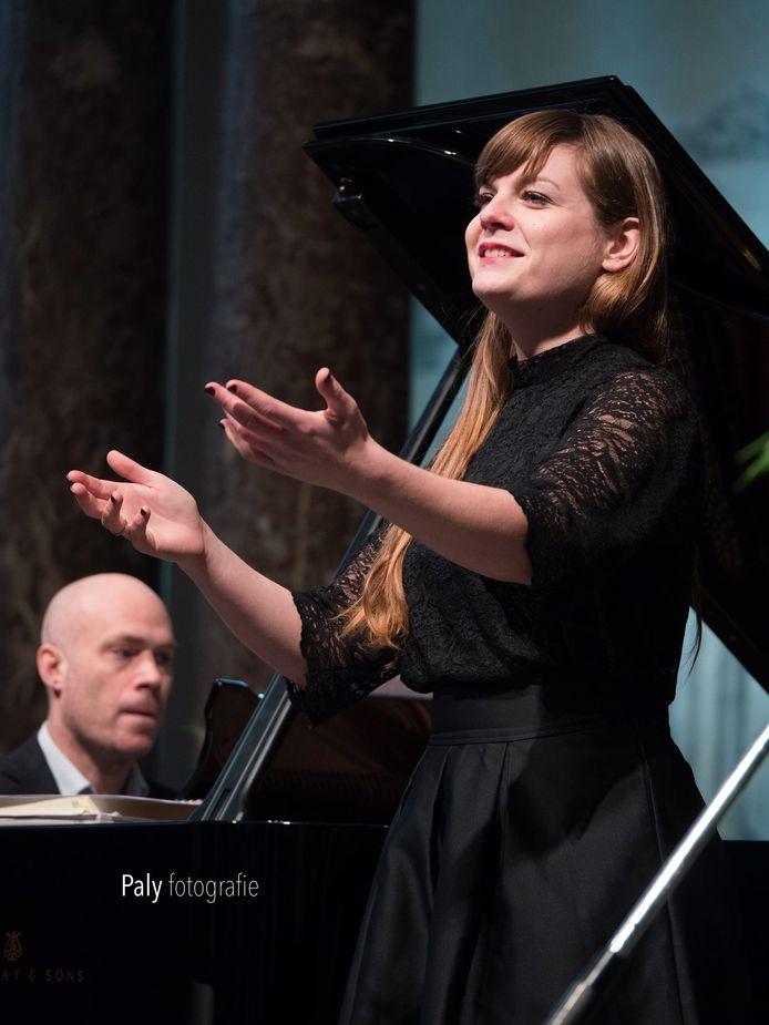 De gevierde operazangeres treedt overal ter wereld op. Vorig jaar zat Stockman 100 dagen in het buitenland.