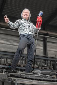 De jaren 60 heeft altijd al in het lijf van zanger Peter Dons (64) uit Ammerstol gezeten