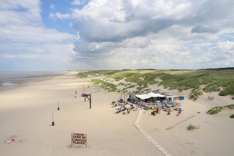 Strandtent Noorderlicht: 'I have sand in curious places.'  Beeld null
