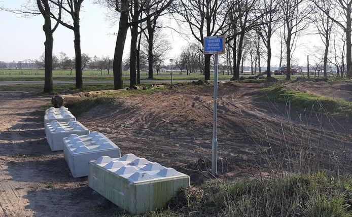 De crossbaan aan de Holterstraatweg net buiten Rijssen is tot nader order afgesloten.