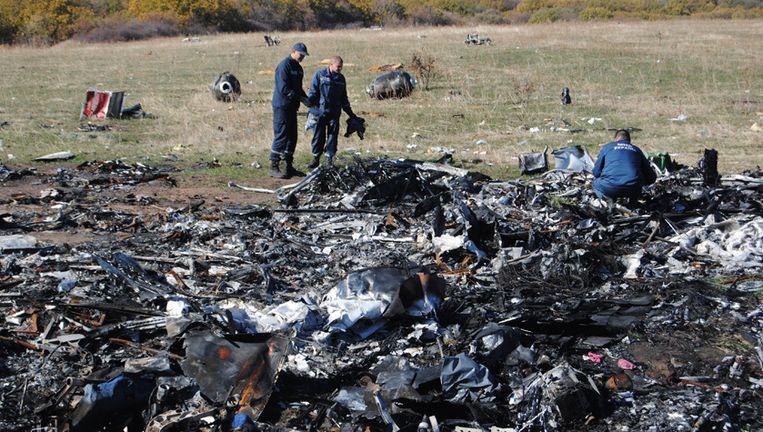Vlucht MH17 van Amsterdam naar Kuala Lumpur wordt boven Oekraïne neergehaald: 298 passagiers komen om.