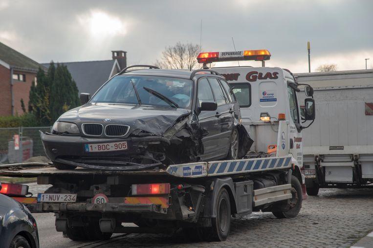 De BMW raakte zwaar beschadigd bij het ongeval.