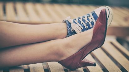 Trend voor durvers: trek eens twee verschillende schoenen aan