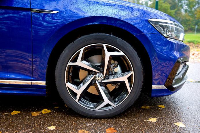 LEUSDEN - Volkswagen Passat voor AD autotest van Niek Schenk. FOTO BART HOOGVELD