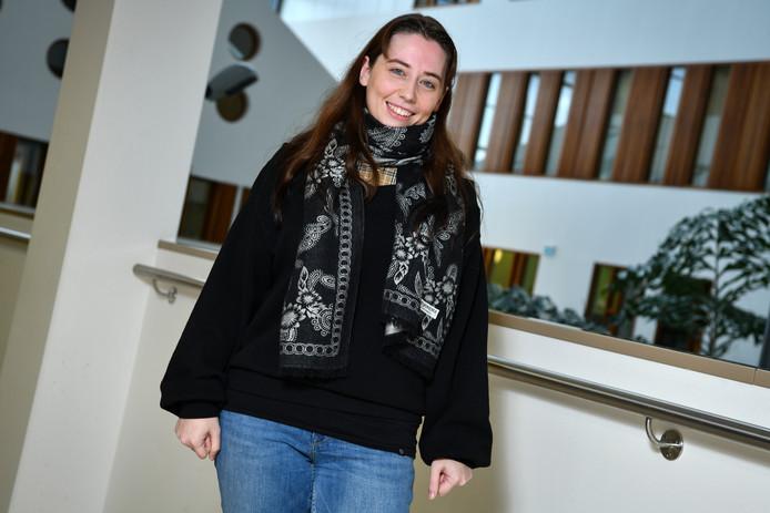 Tabitha Sijnja heeft Prikkelbare Darm Syndroom, en kampt daardoor met hevige buikpijn.