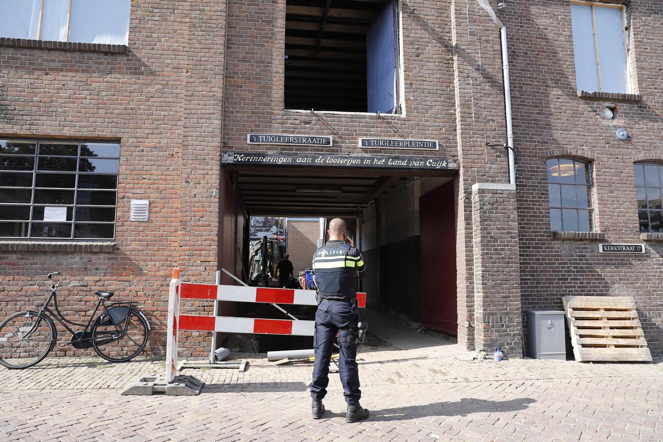 De politie zoekt nog naar de dader van de beroving op de Kerkstraat, nabij het Tuigleerstraatje in Cuijk.