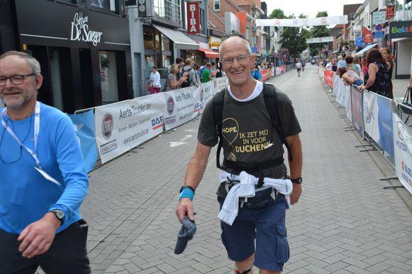 Réno Martens bij één van zijn vorige deelnames, dit jaar zal hij de 100 kilometer in zijn eentje stappen.