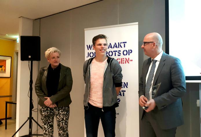 Vlnr Corrianne Schijvens, Jippe van der Heiden en burgemeester Jack Mikkers.