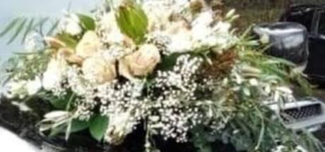 Boeket tijdens ceremonie van trouwauto in Rhenen gestolen: 'Breng hem terug bij bruidspaar'