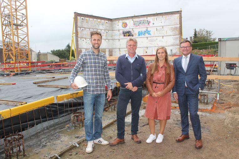 V.l.n.r: bouwpromotor Jan Vander Elst, Gino Verniers (Gigantes), Gwendolyn Denayer (Osk-Ar) en Thomas Valkeniers (Pajota)