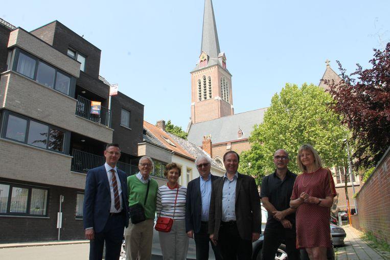 Leden van het beiaardcomité met beiaardier Koen Cosaert en programmator Geerwin Vandekerckhove.