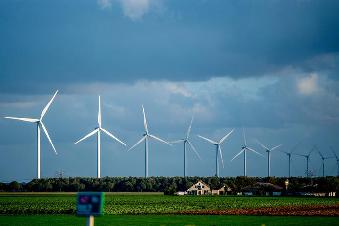 Bewonersplatform Bruineveld-Braambelt staat nog steeds positief tegenover de plannen voor het plaatsen van windmolens in combinatie met een zonnepark in dit deel van Daarle, maar de omwonenden vinden dat de buurt zelf moet kunnen bepalen waar die turbines komen.