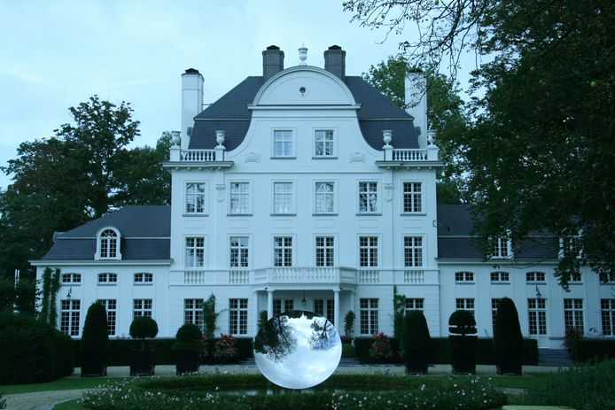 Onder meer het kasteel van Marc Coucke in Merelbeke ligt op de route.
