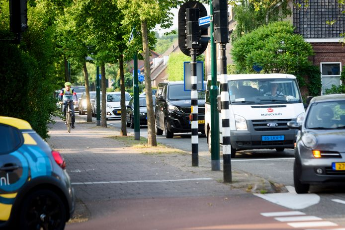 Is er een einde gekomen aan de files op de kruising Willibrorduslaan/Wollenbergstraat in Waalre?