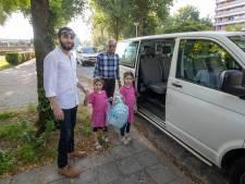 Verplicht met het busje naar de islamitische school in Ede
