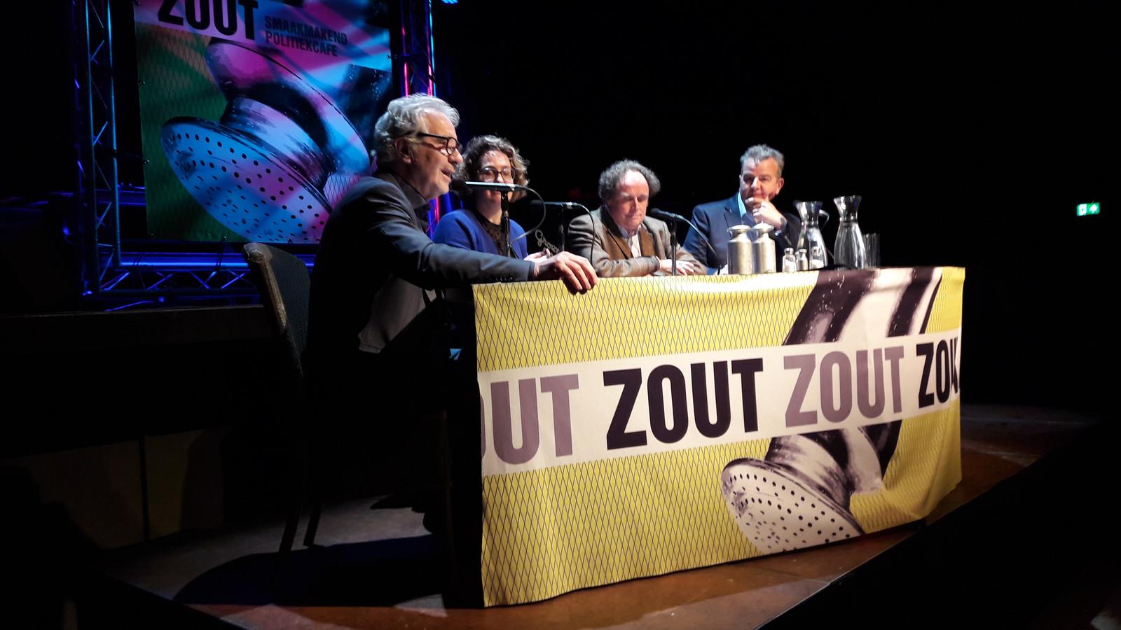 Presentator Jules Iding (links) in gesprek met Judith Zengers, Hans Kemmerling en Nijs van der Vaart.