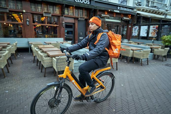 De horeca zit in een lockdown, maar nadat het kabinet heeft besloten dat bezorgen wel mag, melden steeds meer restaurants zich aan bij Thuisbezorgd.nl.