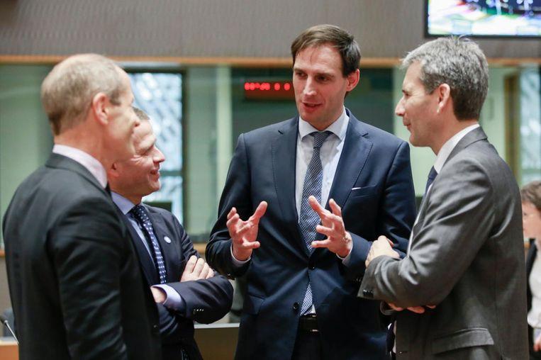 Minister van Financiën Wopke - 'nee-nee-nee' - Hoekstra in gesprek met Europese collega's. Beeld epa