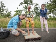 Lossernaar Ferdie de Boer met voeten in beton