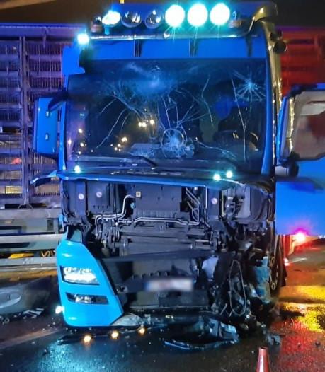 Trucker valt in slaap en knalt tegen signalisatiewagen op Antwerpse Ring