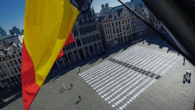 Duizend koksvesten als graven  op de Brusselse Grote Markt symboliseerden vorige maand het corona-bloedbad in de horeca.