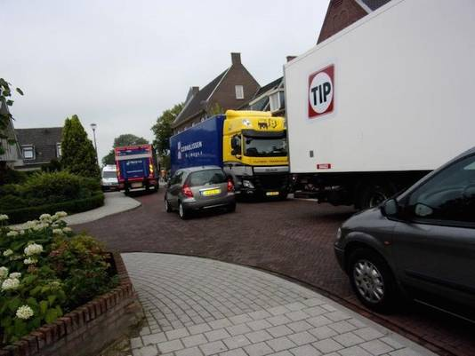 Passen en meten op de Valburgseweg in Elst.