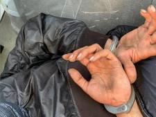 Voorbijganger in Vlaardingen steekt vrouw in scootmobiel in haar nek