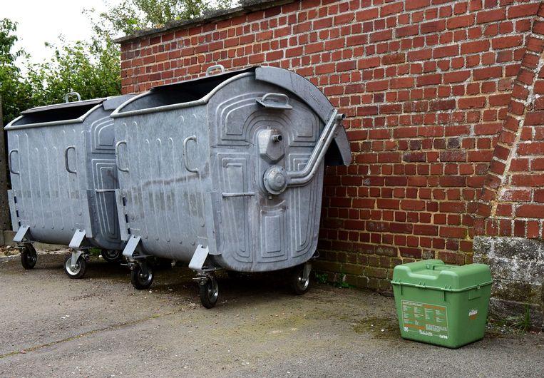 Zelfs een milieubox laten ze nu al achter op het kerkhof.
