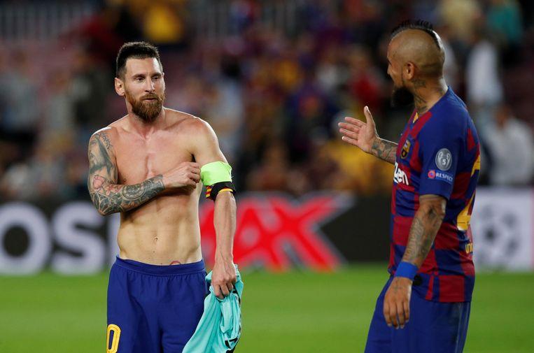 Messi met Arturo Vidal.