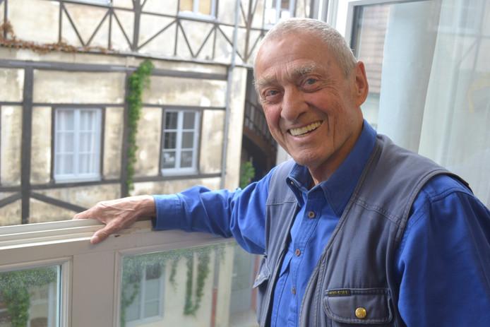 Mark Brusse in zijn atelier Parijs.