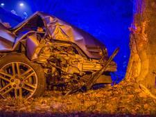 Man zwaargewond na botsing met een boom in Nuenen