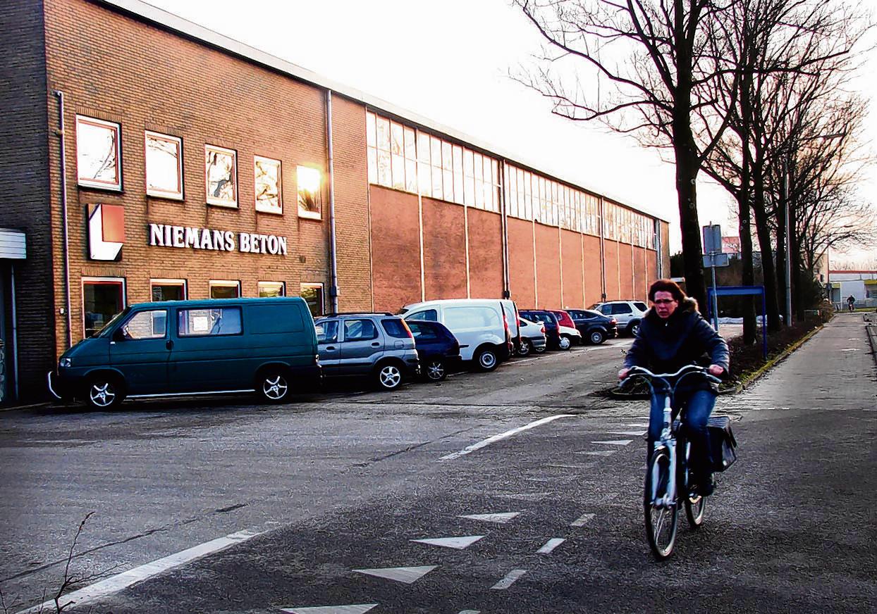 Het bedrijfspand van Niemans aan de Stuartweg in Vianen voordat het enkele jaren geleden werd gesloopt.
