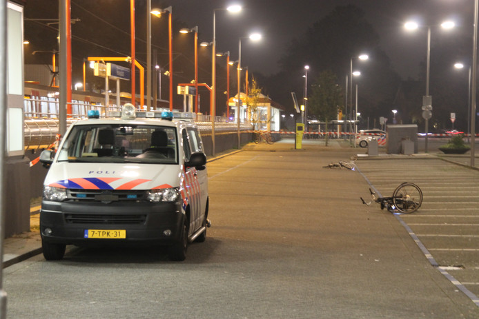 De politie doet onderzoek op de plek waar zich het drama zou hebben afgespeeld.