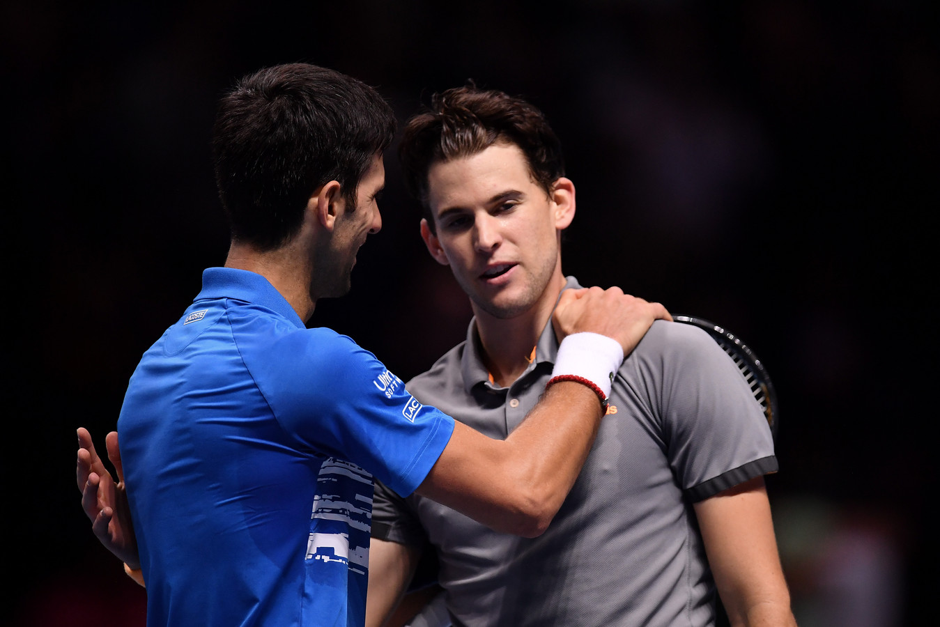 Novak Djokovic feliciteert Dominic Thiem.