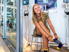 Sokken van Naomi en haar dementerende opa Willem te koop op Utrecht CS