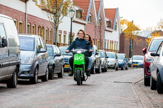 Een e-scooter van Go Sharing in Philipsdorp.