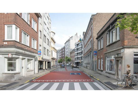 De toegang tot de fietsstraat in de Rijselsestraat, aan de kant van het Louis Robbeplein.