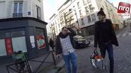 Met keppeltje door Brussel: compliment in plaats van verwijten