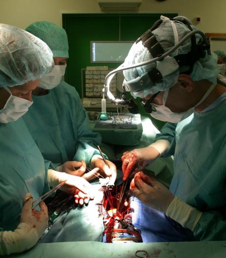 Patiënte klaagt na 'levensgevaarlijke' spoedoperatie over artsen Radboudumc en krijgt deels gelijk