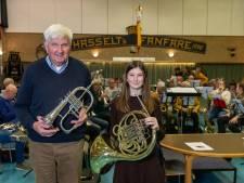 Opa Jan van Hasselts Fanfare gaat met kleindochter Merel op concours