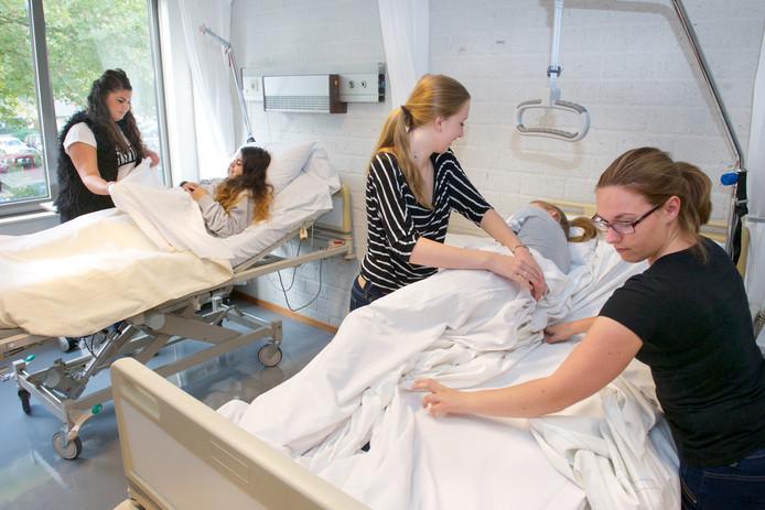 Het aantal jongeren dat kiest voor een mbo-opleiding in de zorg op het Graafschap College stokt. Archieffoto Marc Pluim