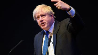 """Johnson haalt scherp uit naar brexitplannen van May: """"Chequers is bedrog"""""""