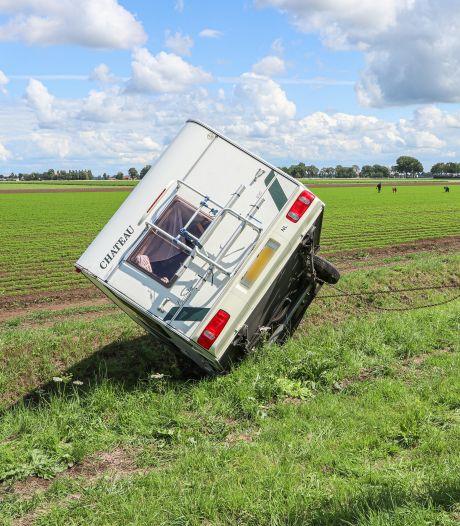 Net gekocht en dan gaat het al mis: caravan schiet los van trekhaak